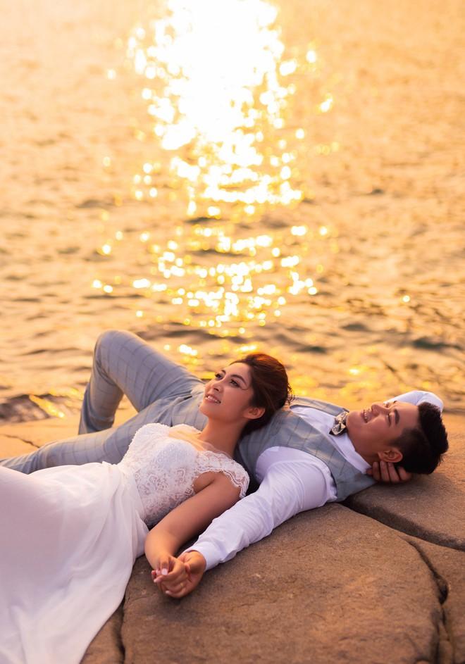 Hoa hậu trả vương miện Đặng Thu Thảo ngọt ngào khoá môi vị hôn phu trong ảnh cưới - Ảnh 5.