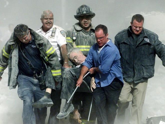 23 bức ảnh nhuốm màu đau thương vụ khủng bố 11/9 - Ảnh 10.