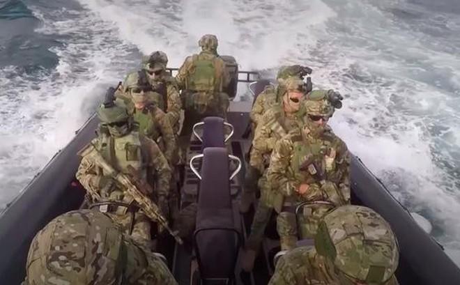 """""""Lực lượng đặc biệt Nga sẽ đánh chìm tàu chiến Mỹ nếu dám xâm phạm căn cứ ở Syria"""""""