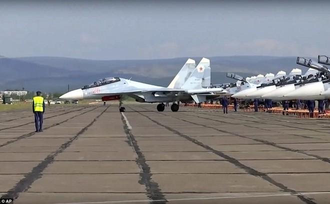 24h qua ảnh: Cuộc tập trận lớn nhất từ trước tới nay của quân đội Nga - Ảnh 4.