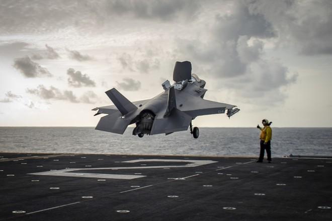 Mỹ điều tàu sân bay chở đầy tiêm kích F-35 áp sát Syria, Trung Đông dậy sóng! - Ảnh 1.