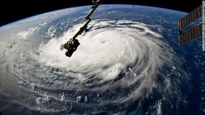CNN: 4 yếu tố biến Florence trở thành siêu bão khó lường, mạnh nhất trong gần 3 thập kỷ - Ảnh 1.