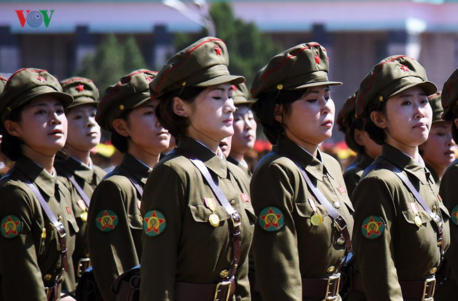 Xao xuyến vì vẻ đẹp các cô gái Triều Tiên ở quảng trường Kim Il-sung - Ảnh 11.
