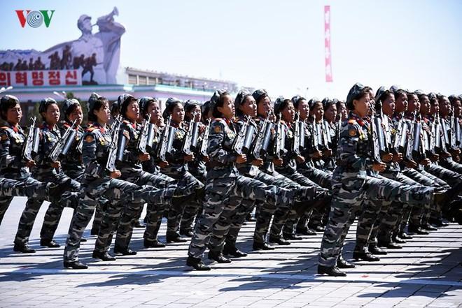 Xao xuyến vì vẻ đẹp các cô gái Triều Tiên ở quảng trường Kim Il-sung - Ảnh 12.