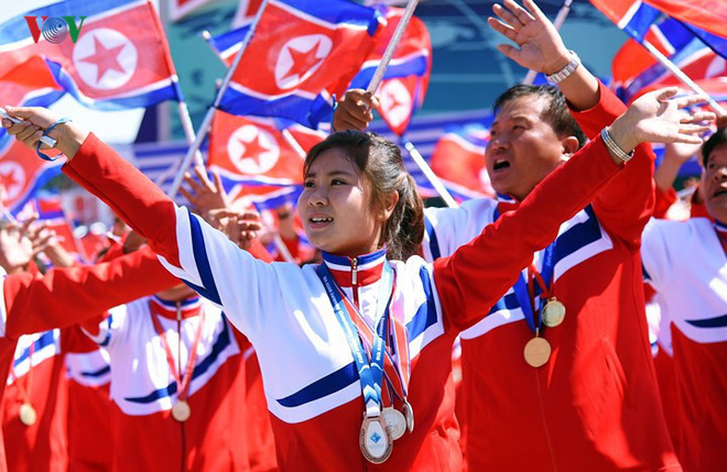 Xao xuyến vì vẻ đẹp các cô gái Triều Tiên ở quảng trường Kim Il-sung - Ảnh 16.
