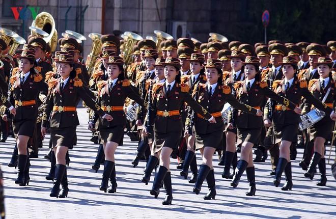 Xao xuyến vì vẻ đẹp các cô gái Triều Tiên ở quảng trường Kim Il-sung - Ảnh 6.