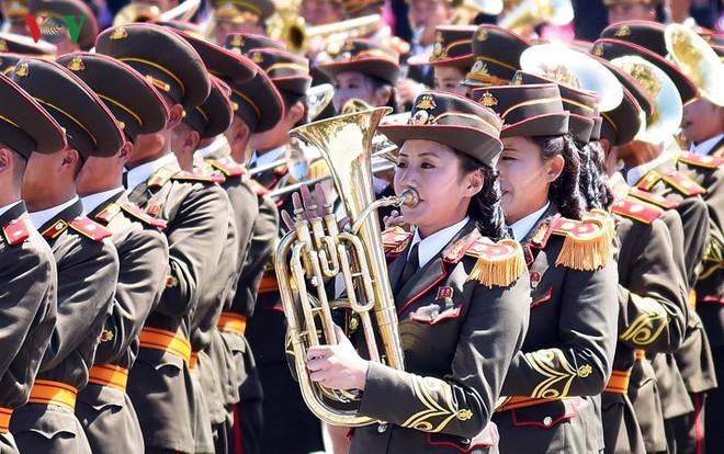 Xao xuyến vì vẻ đẹp các cô gái Triều Tiên ở quảng trường Kim Il-sung - Ảnh 8.