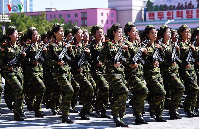 Xao xuyến vì vẻ đẹp các cô gái Triều Tiên ở quảng trường Kim Il-sung - Ảnh 9.