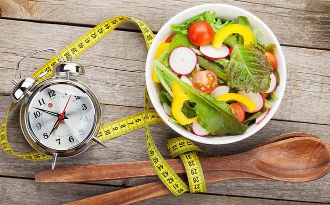 """""""Cắt xén"""" cơm, thịt để giảm cân: 5 hệ lụy nguy hiểm mà bạn phải đối mặt nếu áp dụng sai"""