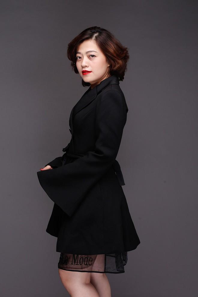 Chồng đại gia của Hoa hậu Biển Ninh Hoàng Ngân ngồi ghế nóng gameshow  - Ảnh 1.