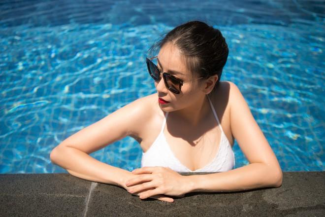 Ở tuổi 42, hoa hậu Hà Kiều Anh vẫn tự tin diện bikini nóng bỏng - Ảnh 1.