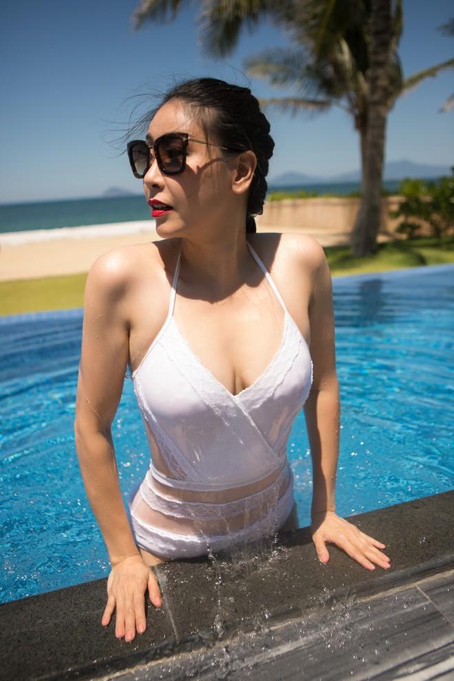 Ở tuổi 42, hoa hậu Hà Kiều Anh vẫn tự tin diện bikini nóng bỏng - Ảnh 4.