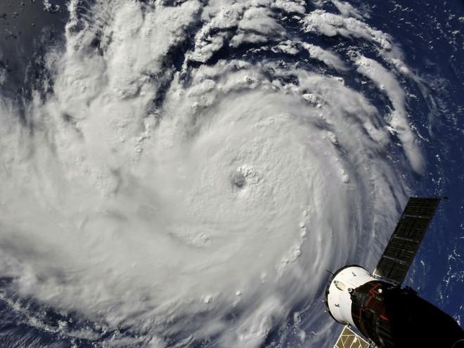 Các nhà khoa học giải mã nguyên nhân xuất hiện 9 cơn bão cùng lúc trên khắp thế giới - Ảnh 3.