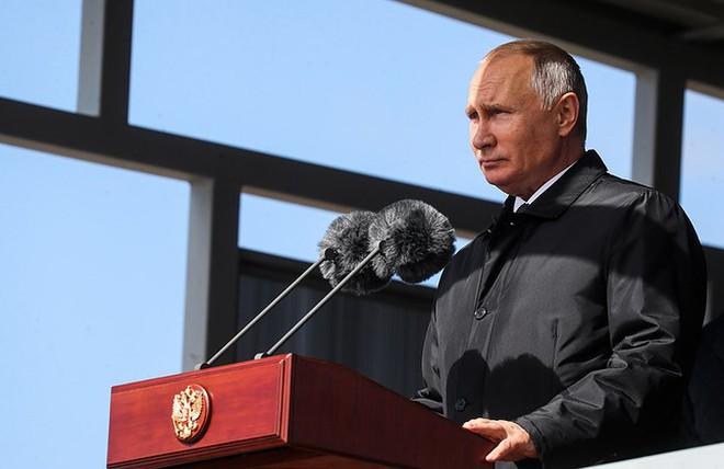Ảnh: Tổng thống Putin xuất hiện tại cuộc tập trận lớn nhất của Nga - Ảnh 3.