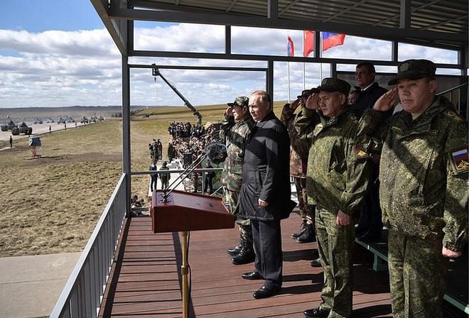 Ảnh: Tổng thống Putin xuất hiện tại cuộc tập trận lớn nhất của Nga - Ảnh 4.