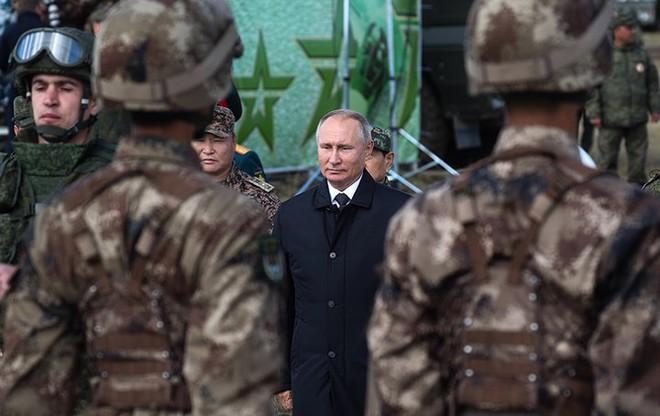 Ảnh: Tổng thống Putin xuất hiện tại cuộc tập trận lớn nhất của Nga - Ảnh 5.