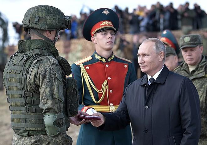 Ảnh: Tổng thống Putin xuất hiện tại cuộc tập trận lớn nhất của Nga - Ảnh 6.