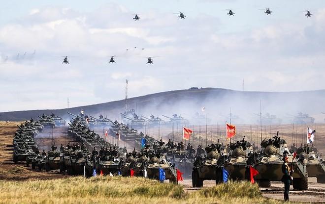Ảnh: Tổng thống Putin xuất hiện tại cuộc tập trận lớn nhất của Nga - Ảnh 8.