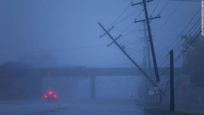 Bão quái vật Florence đổ bộ vào Mỹ, mất điện diện rộng, cảnh báo lũ lụt thảm khốc - Ảnh 6.