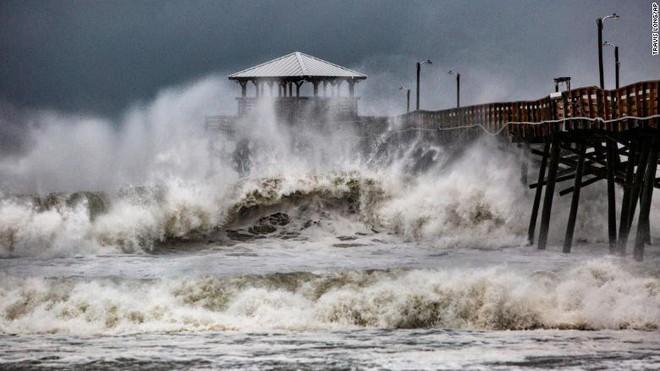 Bão quái vật Florence đổ bộ vào Mỹ, mất điện diện rộng, cảnh báo lũ lụt thảm khốc - Ảnh 9.