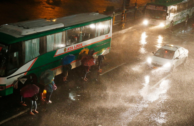 Washington Post: Sức mạnh quái vật của siêu bão Mangkhut nhấc bổng được chiếc Boeing 737 - Ảnh 6.