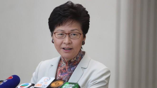 Đặc khu trưởng Hồng Kông: Hi vọng người dân đừng liều mạng săn siêu bão Mangkhut - Ảnh 1.