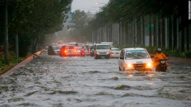 Siêu bão Mangkhut: Đã có 12 người thiệt mạng, dự kiến thương vong tiếp tục tăng - Ảnh 1.