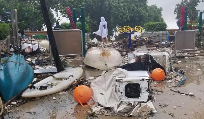 Bão Mangkhut mạnh kinh hoàng ở HK: Gió giật khiến nhà cao tầng chao đảo như có động đất - Ảnh 6.