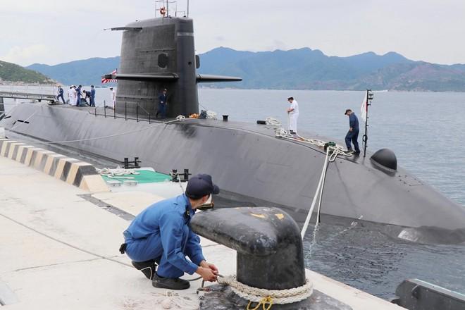 Hình ảnh tàu ngầm của lực lượng phòng vệ Nhật Bản cập cảng Cam Ranh - Ảnh 2.