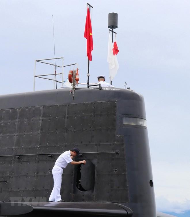 Hình ảnh tàu ngầm của lực lượng phòng vệ Nhật Bản cập cảng Cam Ranh - Ảnh 3.