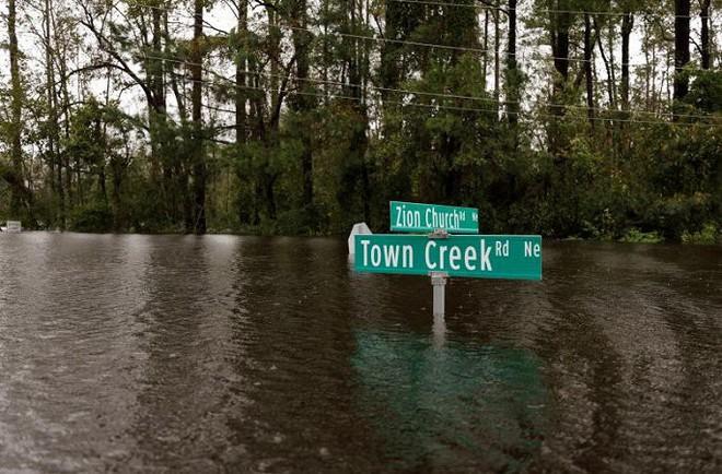 Ảnh: Bờ Đông nước Mỹ tan hoang, nước không ngừng dâng cao do bão Florence - Ảnh 11.