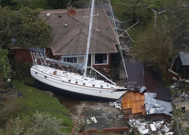 Ảnh: Bờ Đông nước Mỹ tan hoang, nước không ngừng dâng cao do bão Florence - Ảnh 2.
