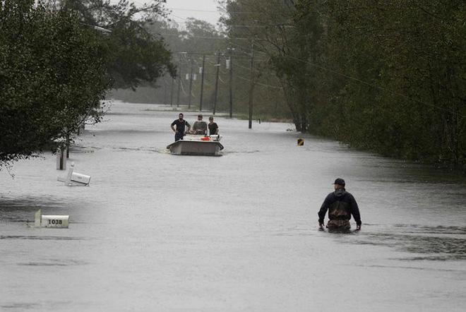 Ảnh: Bờ Đông nước Mỹ tan hoang, nước không ngừng dâng cao do bão Florence - Ảnh 3.