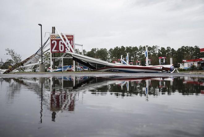 Ảnh: Bờ Đông nước Mỹ tan hoang, nước không ngừng dâng cao do bão Florence - Ảnh 4.