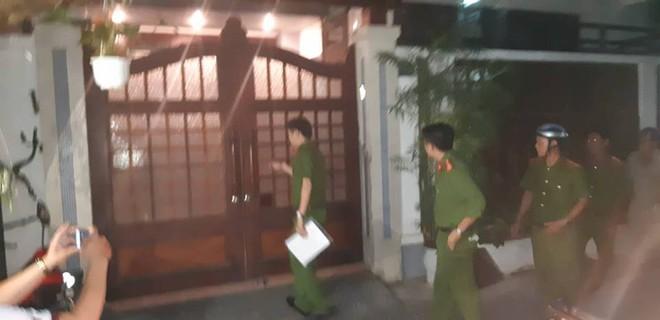 Khám xét nhà riêng nguyên Chánh Văn phòng Thành ủy Đà Nẵng Đào Tấn Bằng - Ảnh 4.