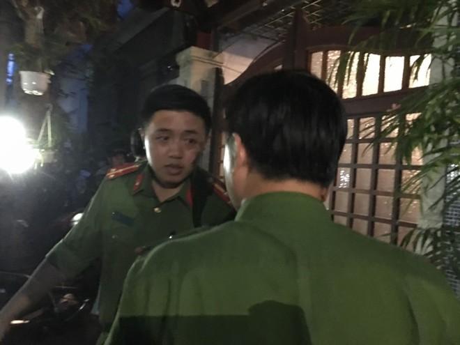 Khám xét nhà riêng nguyên Chánh Văn phòng Thành ủy Đà Nẵng Đào Tấn Bằng - Ảnh 1.