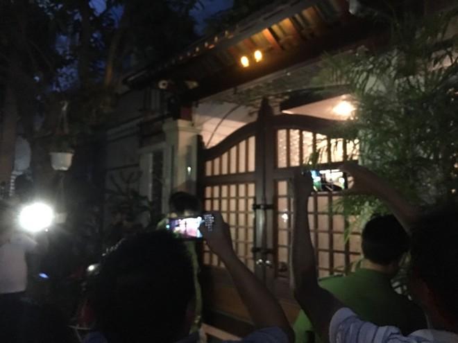 Khám xét nhà riêng nguyên Chánh Văn phòng Thành ủy Đà Nẵng Đào Tấn Bằng - Ảnh 2.