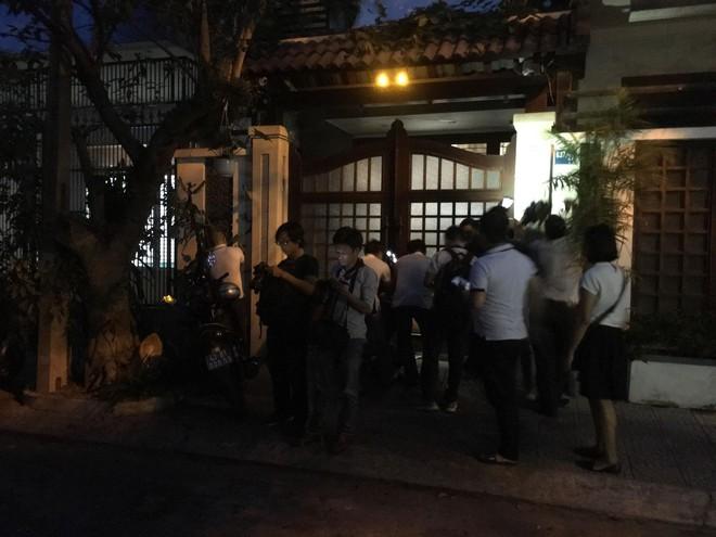 Khám xét nhà riêng nguyên Chánh Văn phòng Thành ủy Đà Nẵng Đào Tấn Bằng - Ảnh 3.