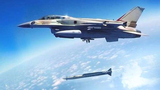 Syria oằn mình hứng chịu tên lửa Pháp-Israel, Nga mất máy bay IL-20: Thảm họa đau đớn - Ảnh 2.