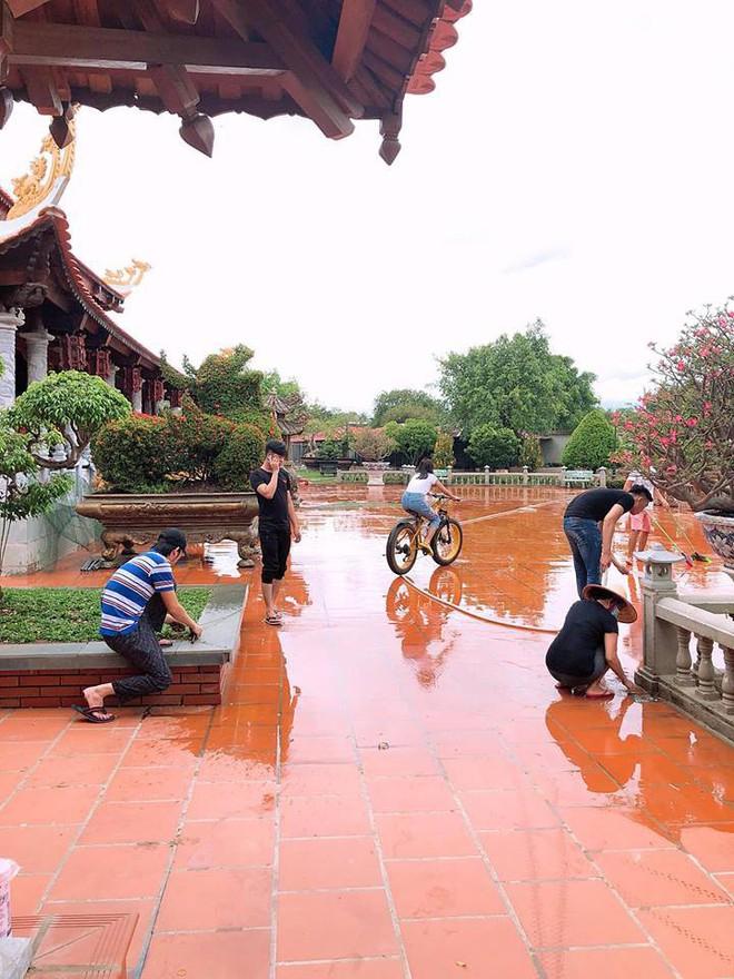 Sao Việt tất bật chuẩn bị cho ngày giỗ Tổ: Hoài Linh tự tay nhổ cỏ, Nam Thư miệt mài lau dọn - Ảnh 4.