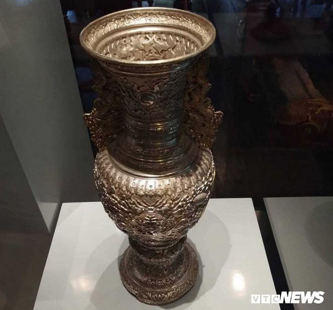 Ảnh: Rồng bay phượng múa trên cổ vật vô giá triều Nguyễn mang ý nghĩa gì? - Ảnh 5.