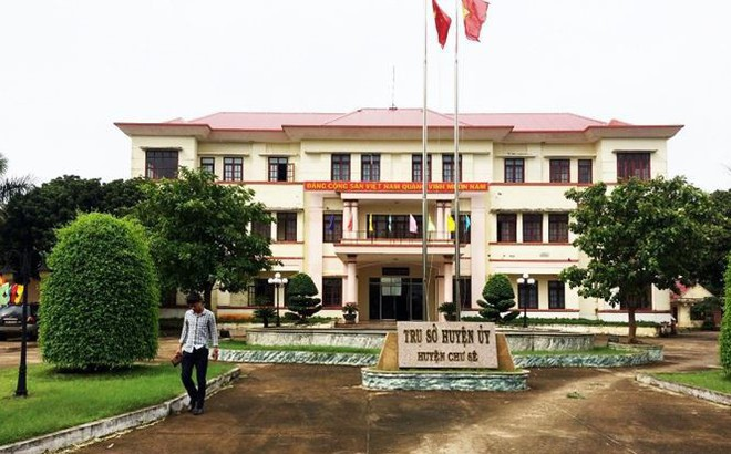 Trưởng ban tổ chức huyện bị cách chức vụ trong Đảng vì dùng bằng giả