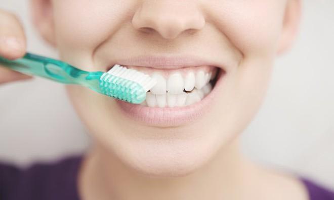 Bác sĩ tiết lộ 8 sự thật về kem đánh răng: Nhiều người sử dụng hàng ngày nhưng không biết - Ảnh 2.