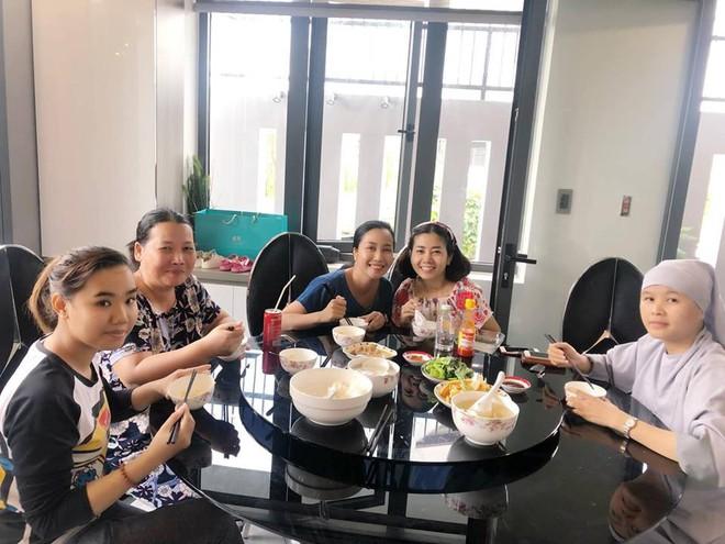 Sức khoẻ khá hơn sau khi xuất viện, Mai Phương vui vẻ đi siêu thị và tới chơi nhà Ốc Thanh Vân - Ảnh 3.