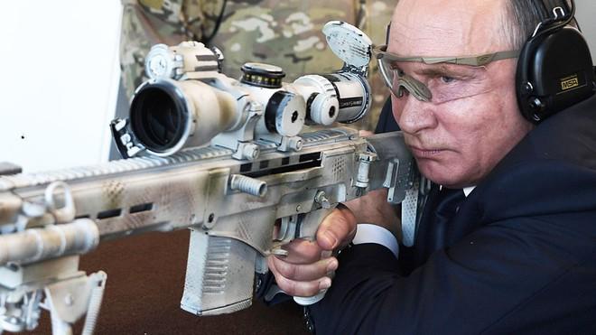 TT Putin đích thân bắn thử súng bắn tỉa mới của Kalashnikov: Kết quả đáng kinh ngạc - Ảnh 4.