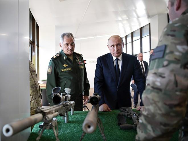 TT Putin đích thân bắn thử súng bắn tỉa mới của Kalashnikov: Kết quả đáng kinh ngạc - Ảnh 6.