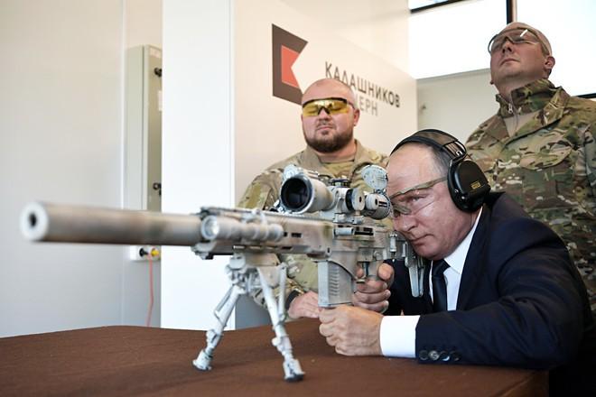 TT Putin đích thân bắn thử súng bắn tỉa mới của Kalashnikov: Kết quả đáng kinh ngạc - Ảnh 3.