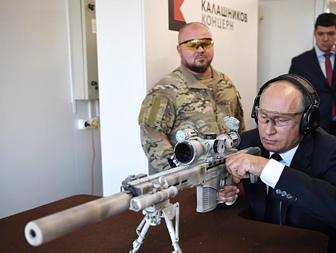 TT Putin đích thân bắn thử súng bắn tỉa mới của Kalashnikov: Kết quả đáng kinh ngạc - Ảnh 2.