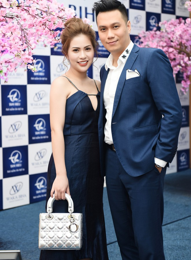 Vợ Việt Anh ăn mặc sexy, đẹp nổi bật tại sự kiện - Ảnh 1.