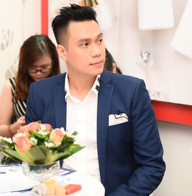 Vợ Việt Anh ăn mặc sexy, đẹp nổi bật tại sự kiện - Ảnh 5.